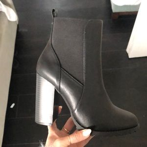 Heeled leather ankle booties